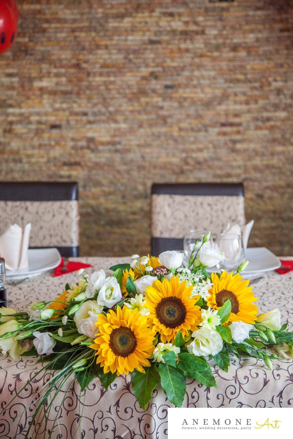 Poza, foto cu Flori de nunta decor masa, floarea soarelui, galben in Arad, Timisoara, Oradea (wedding flowers, bouquets) nunta Arad, Timisoara, Oradea