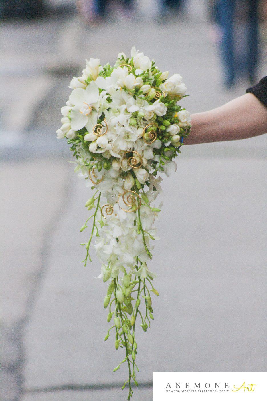Poza, foto cu Flori de nunta alb, buchet mireasa, crem, frezii, orhidee in Arad, Timisoara, Oradea (wedding flowers, bouquets) nunta Arad, Timisoara, Oradea