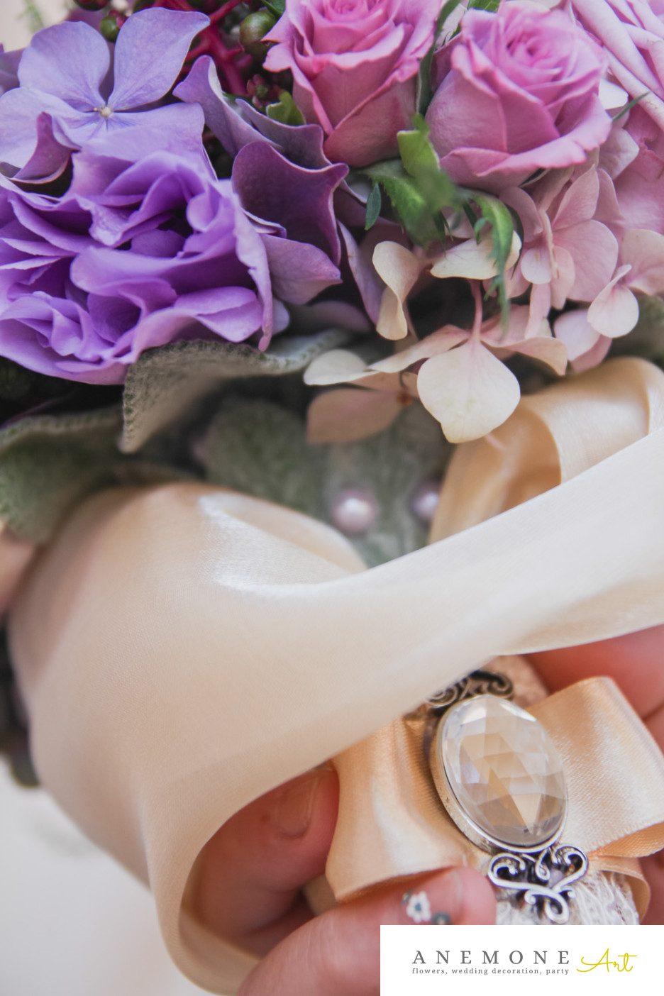 Poza, foto cu Flori de nunta buchet cununie, detaliu, maner buchet, mov in Arad, Timisoara, Oradea (wedding flowers, bouquets) nunta Arad, Timisoara, Oradea