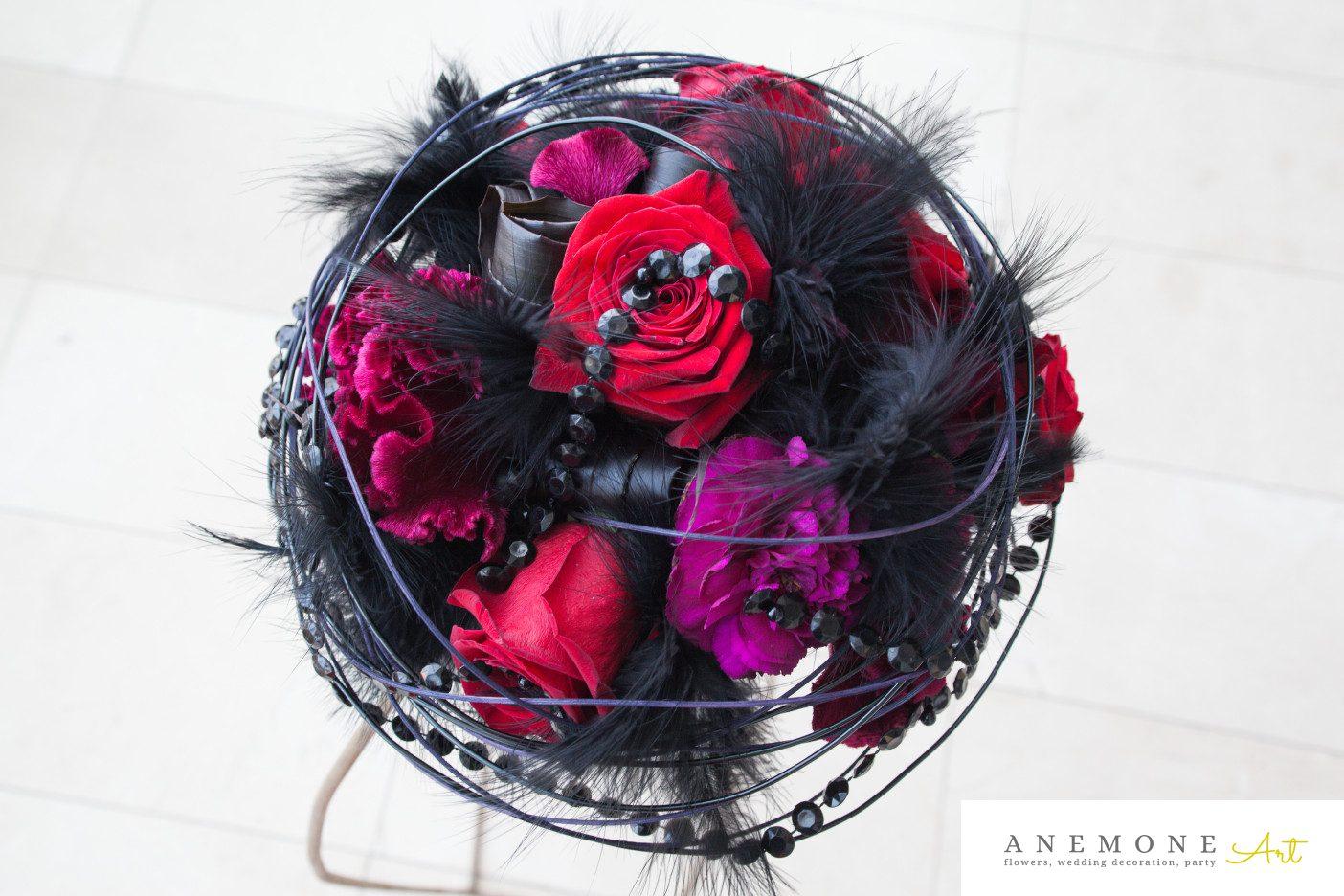 Poza, foto cu Flori de nunta buchet mireasa, negru, pene, perle, rosu, rotund, trandafiri, visiniu in Arad, Timisoara, Oradea (wedding flowers, bouquets) nunta Arad, Timisoara, Oradea