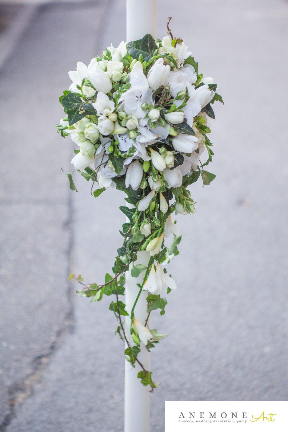 Poza, foto cu Flori de nunta alb, asimetric, frezii, lumanare cununie in Arad, Timisoara, Oradea (wedding flowers, bouquets) nunta Arad, Timisoara, Oradea