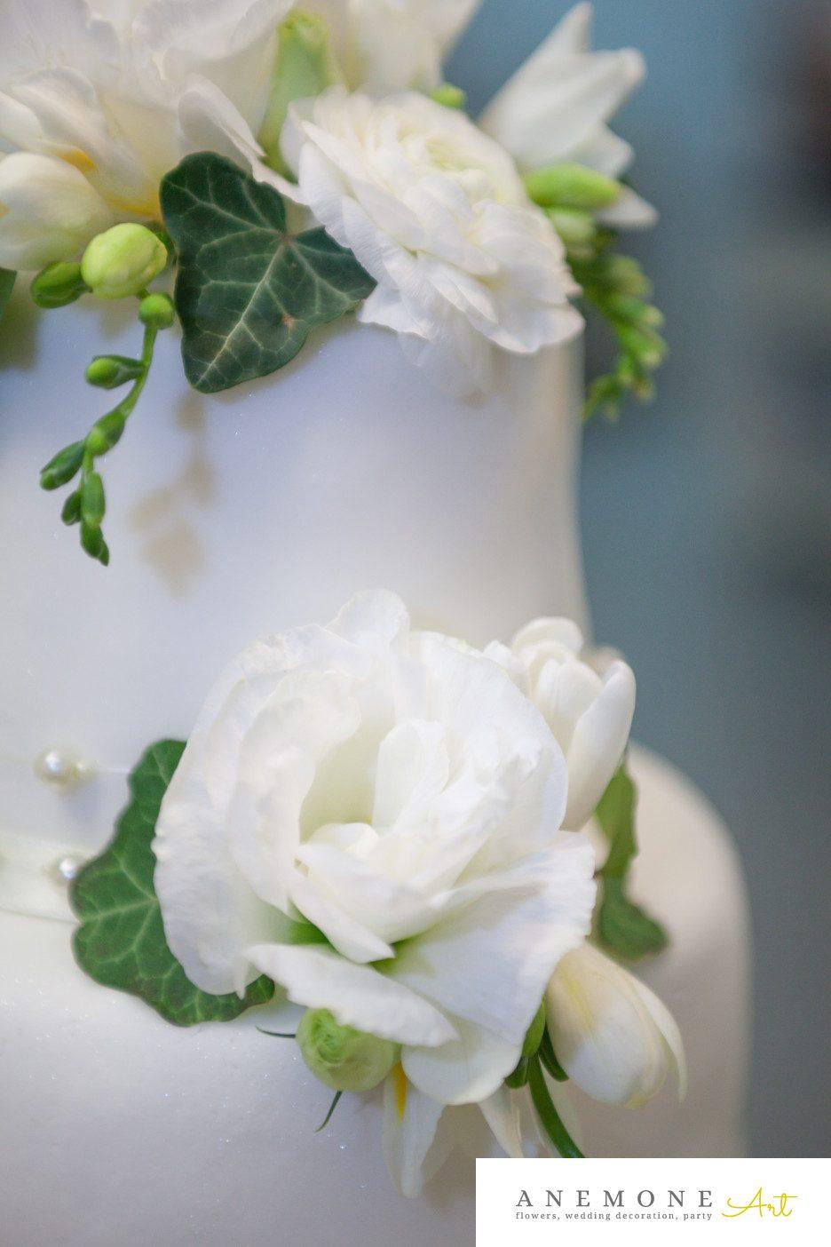 Poza, foto cu Flori de nunta alb, decor tort, detaliu, lisianthus in Arad, Timisoara, Oradea (wedding flowers, bouquets) nunta Arad, Timisoara, Oradea
