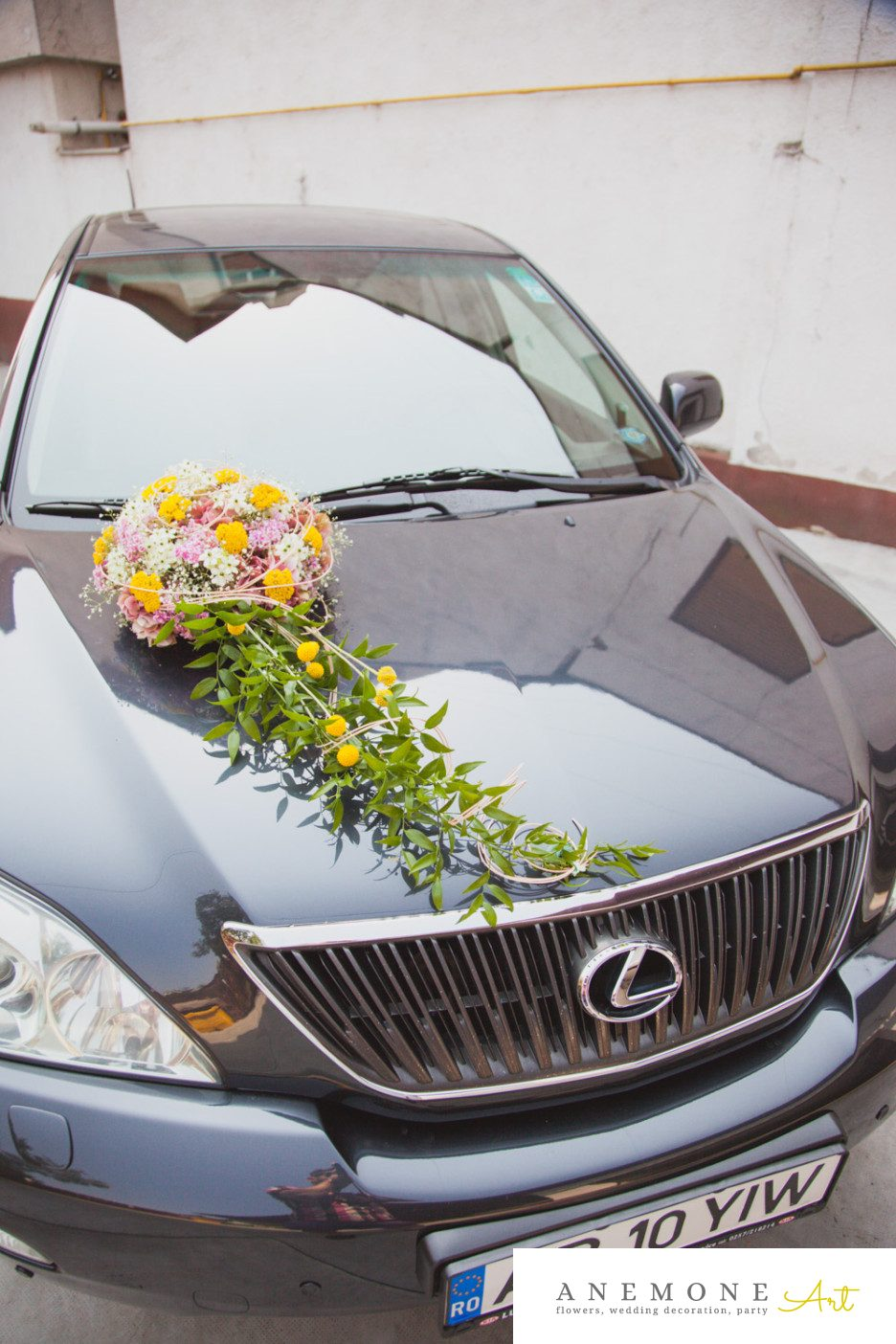 Poza, foto cu Flori de nunta decor masina, galben, roz in Arad, Timisoara, Oradea (wedding flowers, bouquets) nunta Arad, Timisoara, Oradea