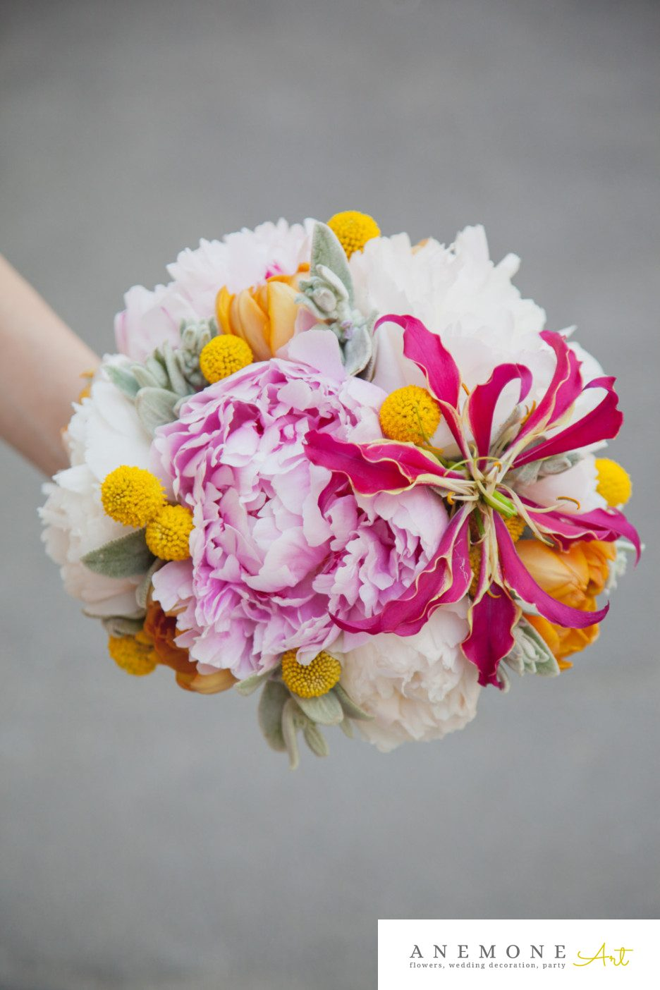 Poza, foto cu Flori de nunta buchet mireasa, bujori, craspedia, galben, gloriosa, roz in Arad, Timisoara, Oradea (wedding flowers, bouquets) nunta Arad, Timisoara, Oradea