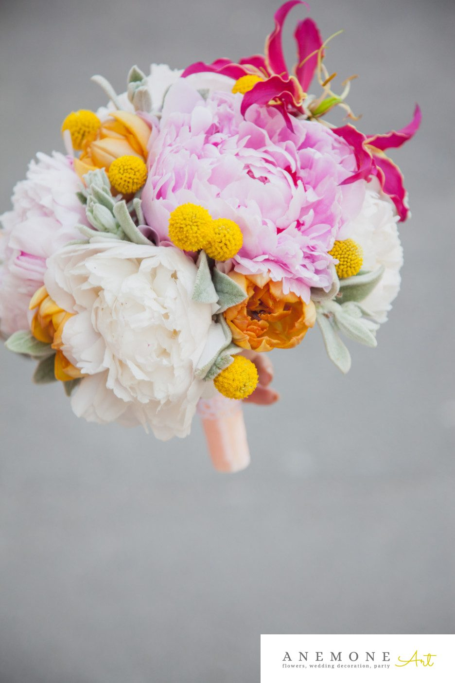 Poza, foto cu Flori de nunta buchet mireasa, bujori, craspedia, galben, gloriosa, lalele, roz in Arad, Timisoara, Oradea (wedding flowers, bouquets) nunta Arad, Timisoara, Oradea