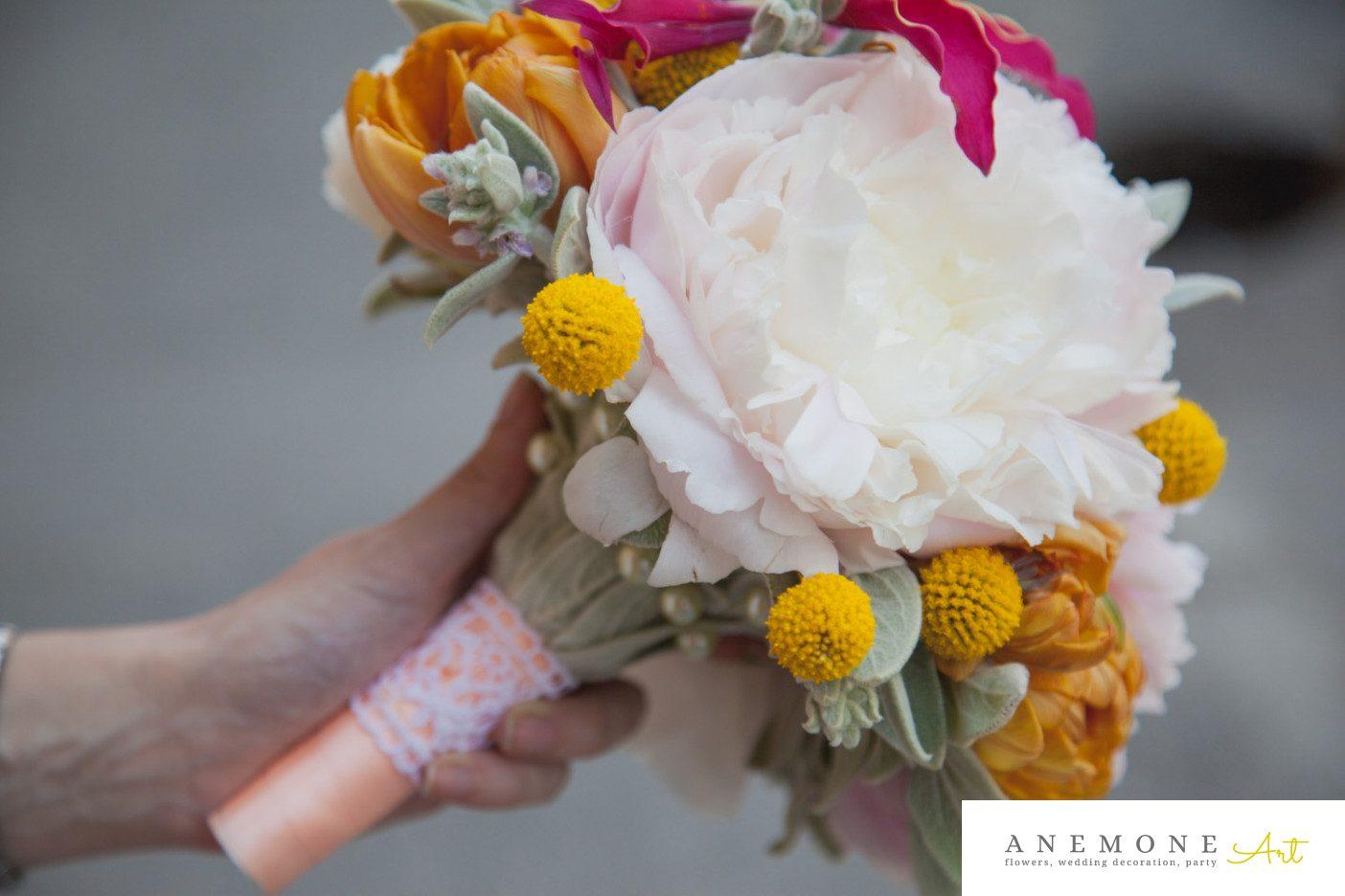 Poza, foto cu Flori de nunta buchet mireasa, bujori, craspedia, galben, gloriosa, lalele, maner buchet, roz in Arad, Timisoara, Oradea (wedding flowers, bouquets) nunta Arad, Timisoara, Oradea
