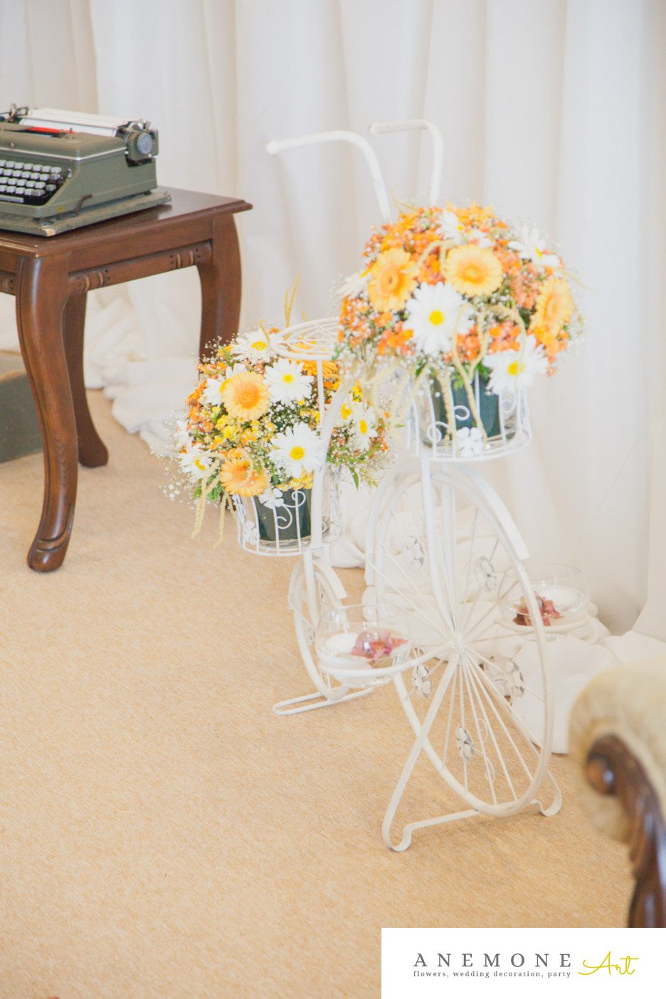 Poza, foto cu Flori de nunta bicicleta, decor sala, galben in Arad, Timisoara, Oradea (wedding flowers, bouquets) nunta Arad, Timisoara, Oradea