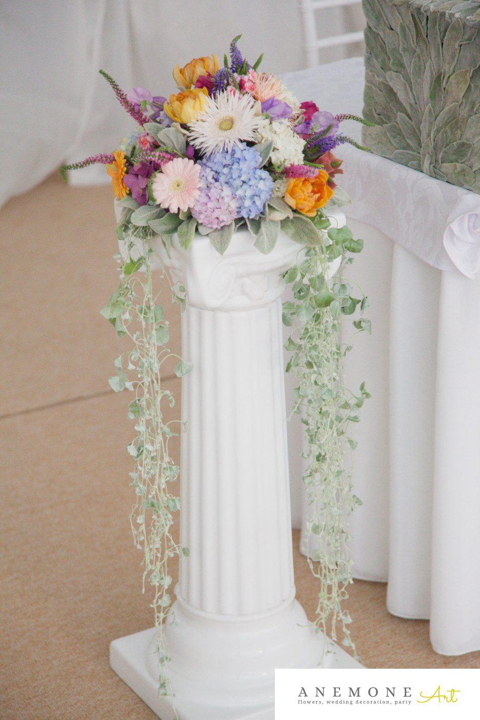 Poza, foto cu Flori de nunta decor sala, multicolor, stalp ceramica in Arad, Timisoara, Oradea (wedding flowers, bouquets) nunta Arad, Timisoara, Oradea