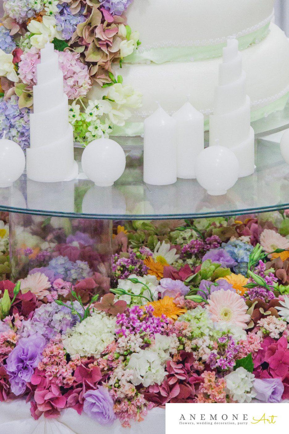Poza, foto cu Flori de nunta decor tort, masa tort, multicolor in Arad, Timisoara, Oradea (wedding flowers, bouquets) nunta Arad, Timisoara, Oradea