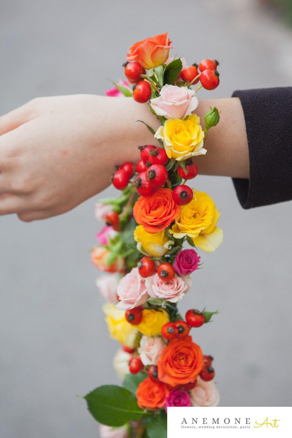 Poza, foto cu Flori de nunta cristelnita, galben, ghirlanda flori, macese, mini-rosa, portocaliu, rosu in Arad, Timisoara, Oradea (wedding flowers, bouquets) nunta Arad, Timisoara, Oradea