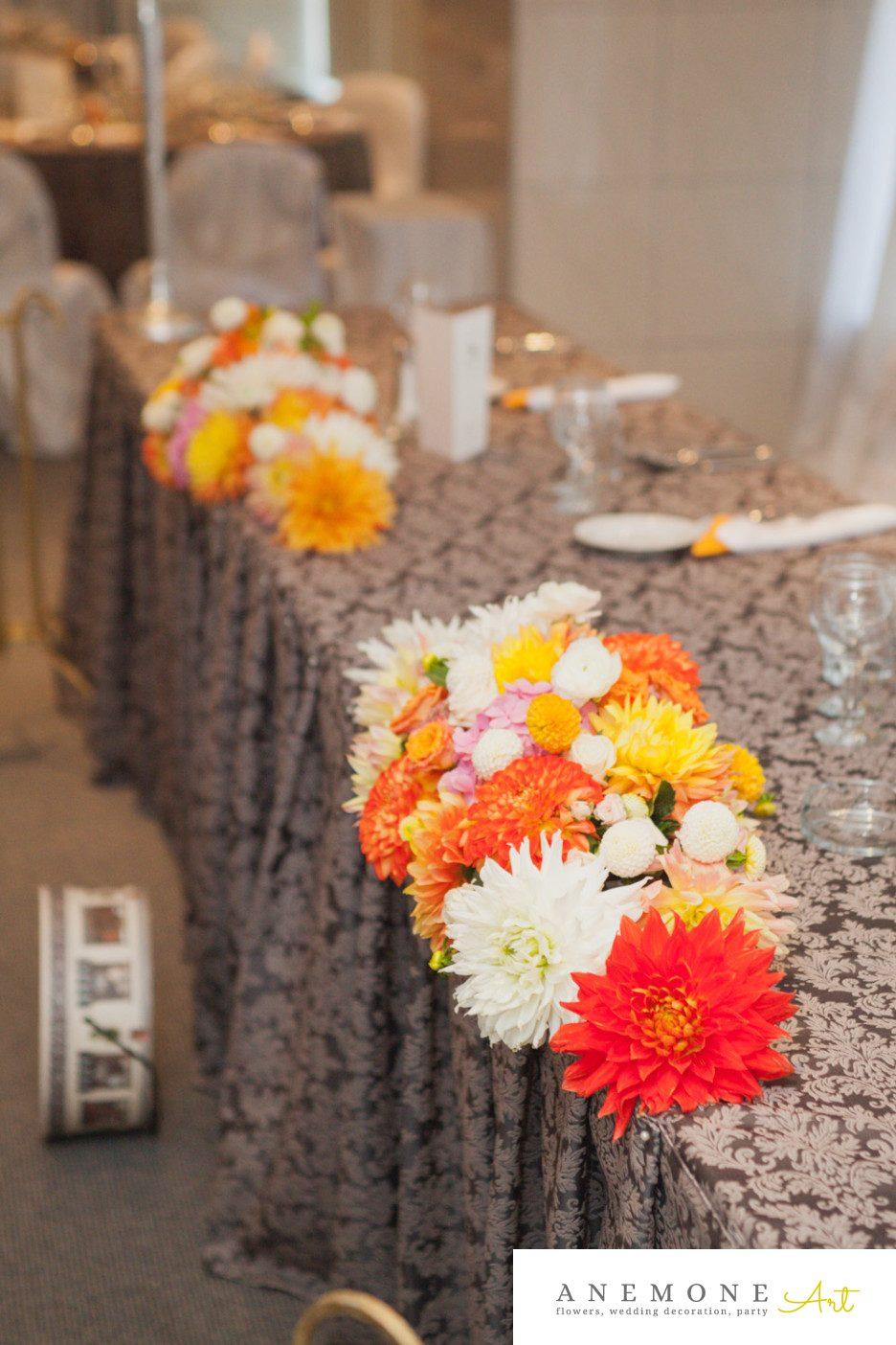Poza, foto cu Flori de nunta dalia, portocaliu, prezidiu in Arad, Timisoara, Oradea (wedding flowers, bouquets) nunta Arad, Timisoara, Oradea