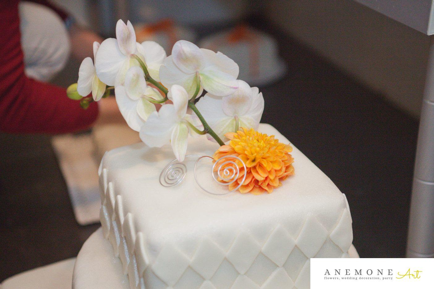 Poza, foto cu Flori de nunta dalia, decor tort, orhidee, portocaliu in Arad, Timisoara, Oradea (wedding flowers, bouquets) nunta Arad, Timisoara, Oradea