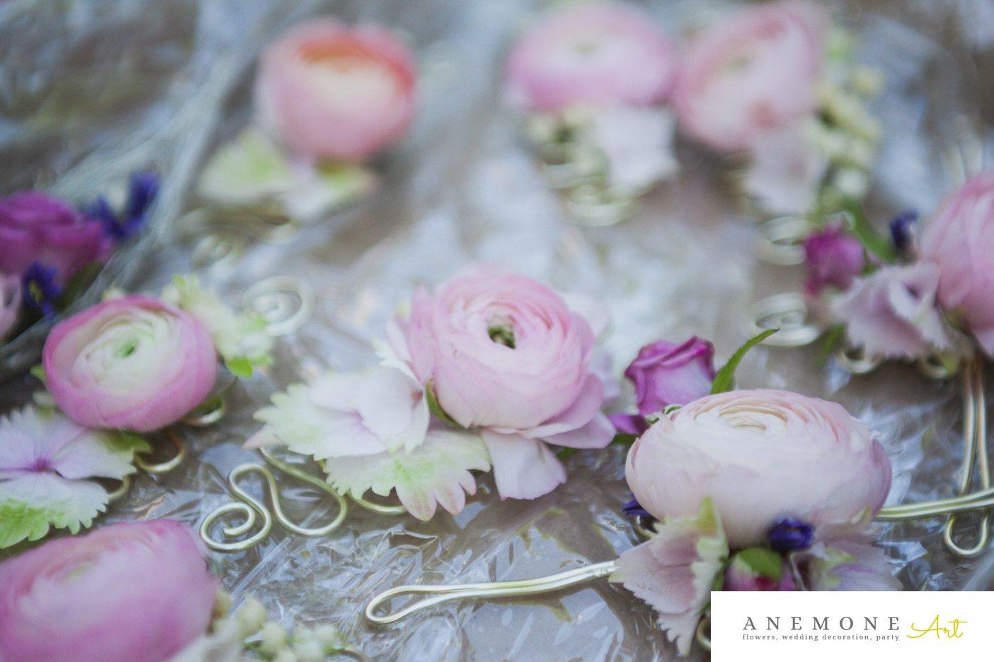 Poza, foto cu Flori de nunta bratara, cocarda, ranunculus, roz in Arad, Timisoara, Oradea (wedding flowers, bouquets) nunta Arad, Timisoara, Oradea