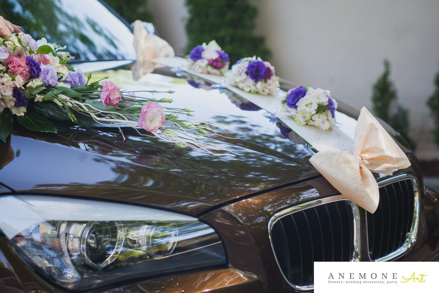 Poza, foto cu Flori de nunta asimetric, crengi, decor masina, mov, roz in Arad, Timisoara, Oradea (wedding flowers, bouquets) nunta Arad, Timisoara, Oradea