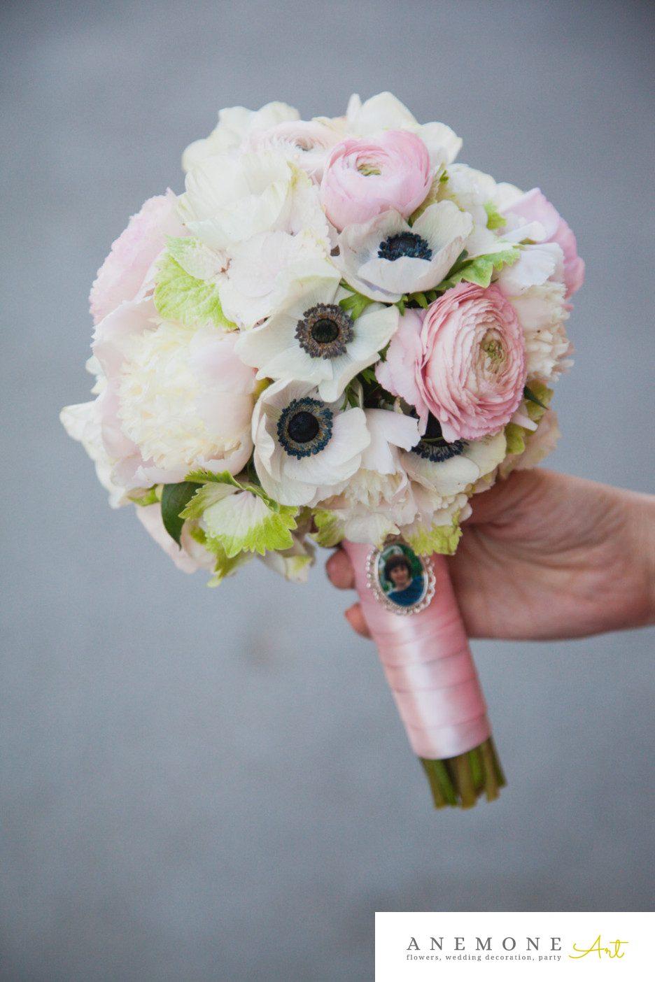 Poza, foto cu Flori de nunta alb, anemone, buchet mireasa, crem, maner buchet, ranunculus, roz in Arad, Timisoara, Oradea (wedding flowers, bouquets) nunta Arad, Timisoara, Oradea