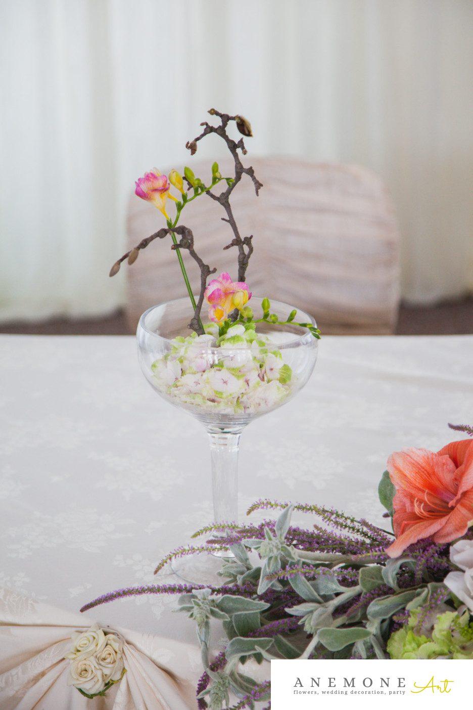 Poza, foto cu Flori de nunta decor masa, frezii in Arad, Timisoara, Oradea (wedding flowers, bouquets) nunta Arad