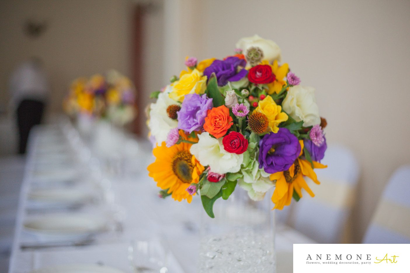 Poza, foto cu Flori de nunta decor masa, floarea soarelui, multicolor in Arad, Timisoara, Oradea (wedding flowers, bouquets) nunta Arad, Timisoara, Oradea