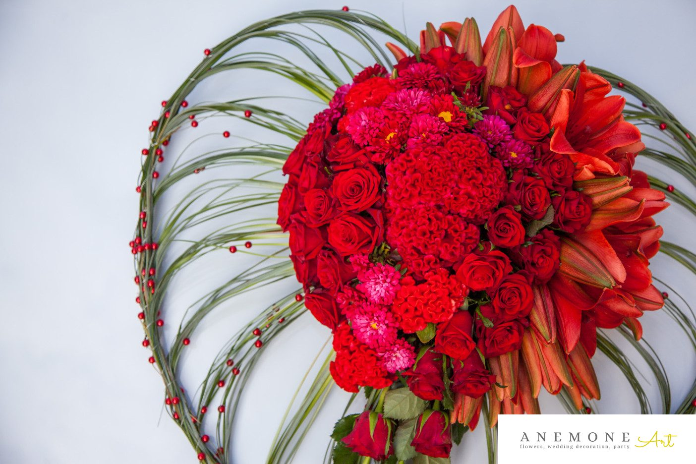 Poza, foto cu Flori de nunta decor masina, inima, perle, rosu, trandafiri in Arad, Timisoara, Oradea (wedding flowers, bouquets) nunta Arad, Timisoara, Oradea