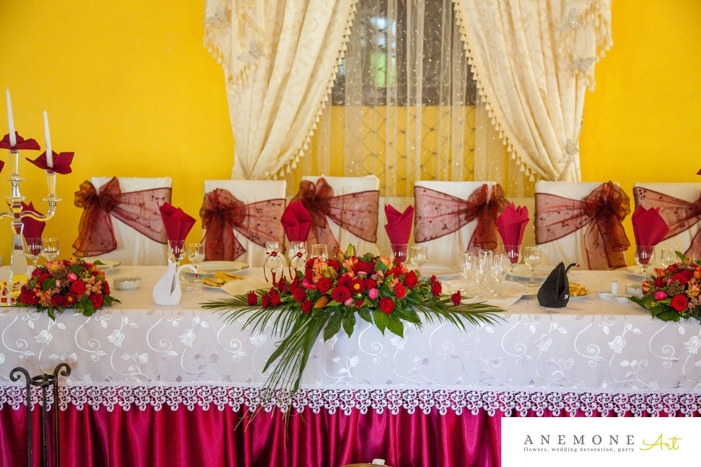Poza, foto cu Flori de nunta prezidiu, rosu, trandafiri in Arad, Timisoara, Oradea (wedding flowers, bouquets) nunta Arad, Timisoara, Oradea