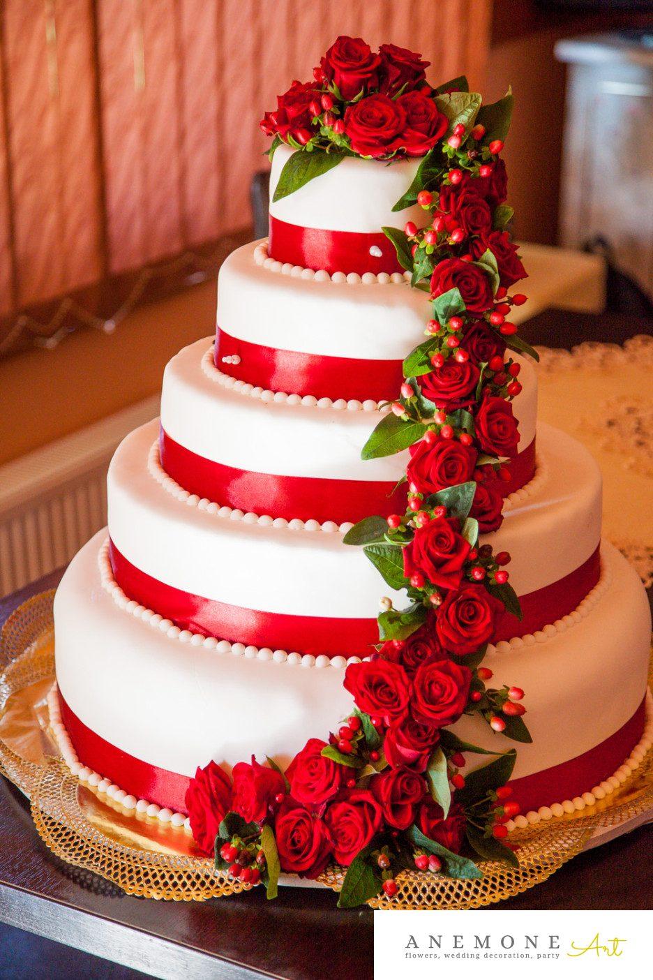 Poza, foto cu Flori de nunta decor tort, rosu, trandafiri in Arad, Timisoara, Oradea (wedding flowers, bouquets) nunta Arad, Timisoara, Oradea