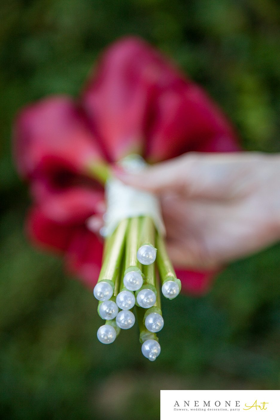 Poza, foto cu Flori de nunta buchet mireasa, calla, detaliu, perle, rosu in Arad, Timisoara, Oradea (wedding flowers, bouquets) nunta Arad, Timisoara, Oradea