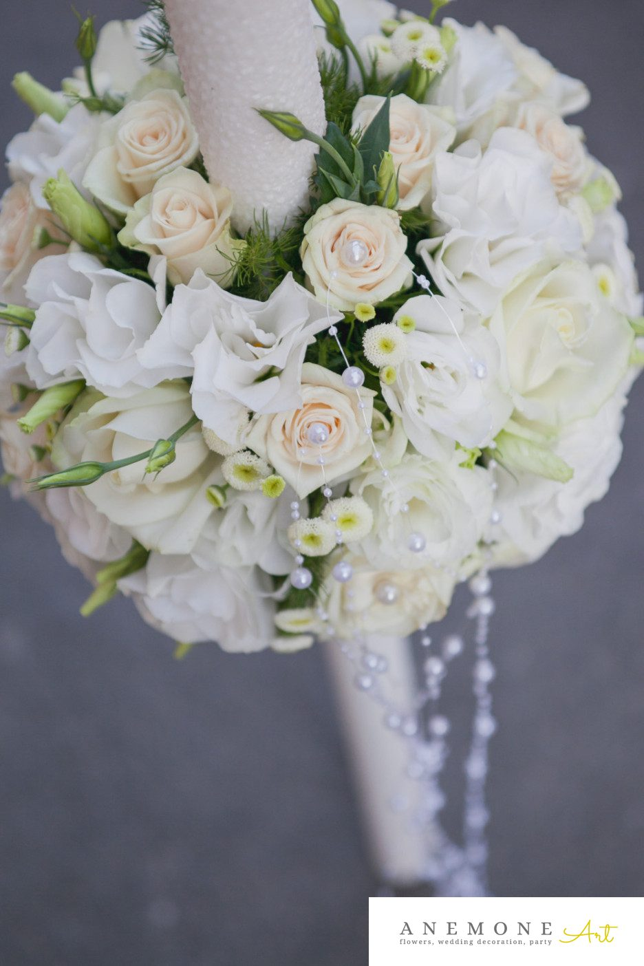 Poza, foto cu Flori de nunta alb, crem, lisianthus, lumanare, matricaria eximia, perle, trandafiri in Arad, Timisoara, Oradea (wedding flowers, bouquets) nunta Arad, Timisoara, Oradea