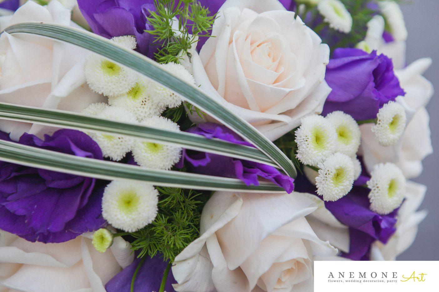 Poza, foto cu Flori de nunta buchet mireasa, crem, ivory, lisianthus, matricaria eximia, mov, trandafiri in Arad, Timisoara, Oradea (wedding flowers, bouquets) nunta Arad, Timisoara, Oradea