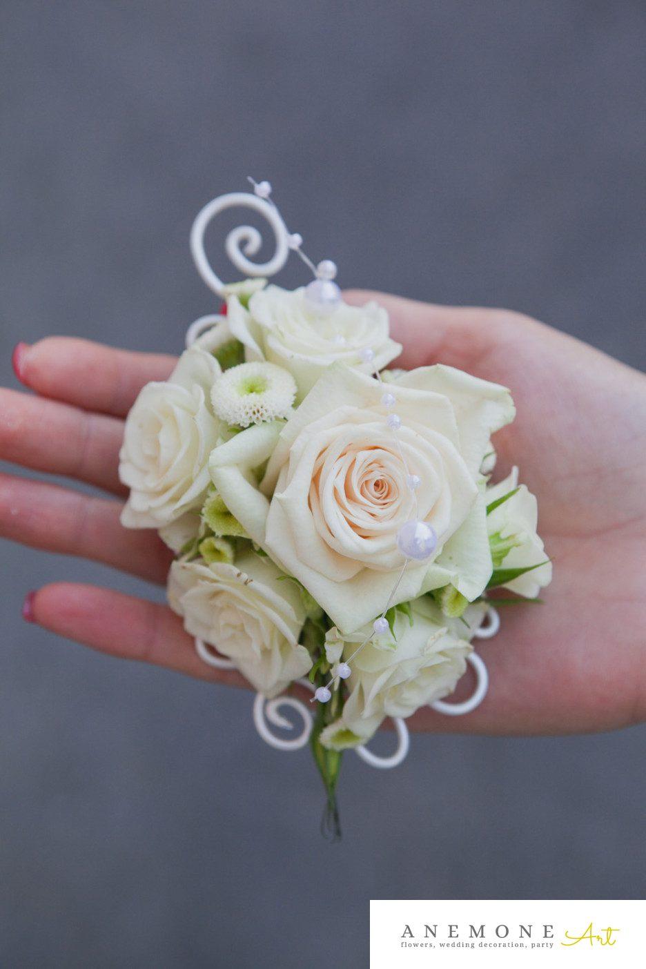 Poza, foto cu Flori de nunta butoniera, cocarda, ivory, matricaria eximia, mini-rosa, mire, trandafiri in Arad, Timisoara, Oradea (wedding flowers, bouquets) nunta Arad, Timisoara, Oradea