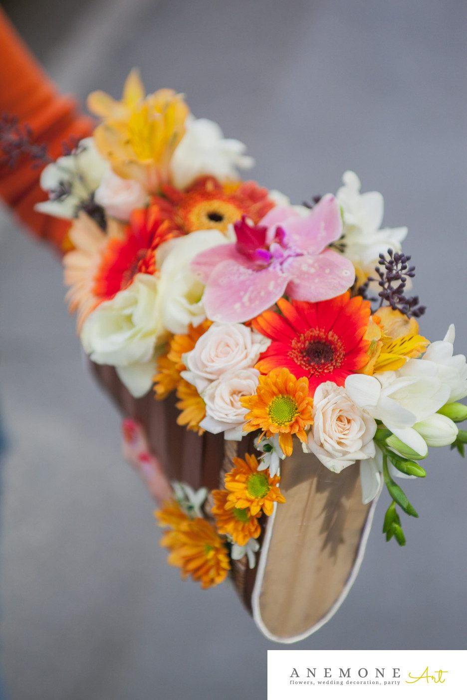 Poza, foto cu Flori de nunta alstroemeria, buchet mireasa, crem, crizanteme, frezii, galben, lisianthus, maro, mini-gerbera, mini-rosa, orhidee, ornitogallum, phalaenopsis, piersica, portocaliu, poseta, toamna in Arad, Timisoara, Oradea (wedding flowers, bouquets) nunta Arad, Timisoara, Oradea