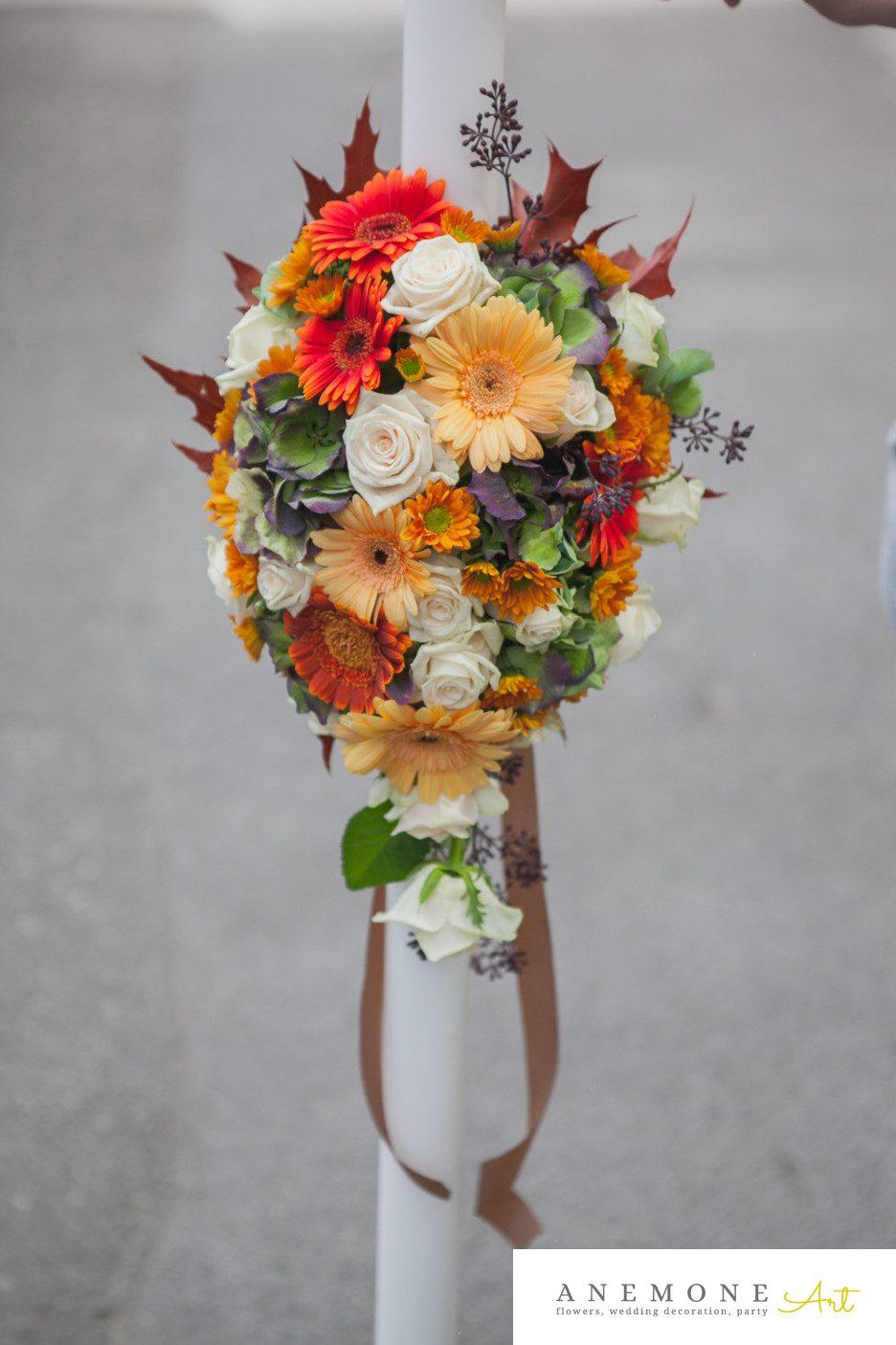 Poza, foto cu Flori de nunta crem, crizanteme, hortensia, lumanare, mini-gerbera, mini-rosa, piersica, portocaliu, toamna, trandafiri in Arad, Timisoara, Oradea (wedding flowers, bouquets) nunta Arad, Timisoara, Oradea