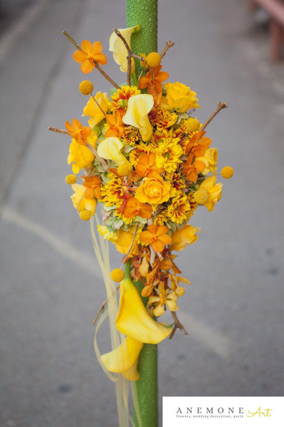 Poza, foto cu Flori de nunta calla, craspedia, crengi, crizanteme, galben, lumanare, mokara, orhidee, verde in Arad, Timisoara, Oradea (wedding flowers, bouquets) nunta Arad, Timisoara, Oradea