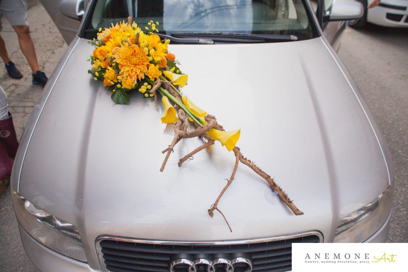 Poza, foto cu Flori de nunta calla, crengi, crizanteme, dalia, decor masina, galben, matricaria eximia, trandafiri in Arad, Timisoara, Oradea (wedding flowers, bouquets) nunta Arad, Timisoara, Oradea