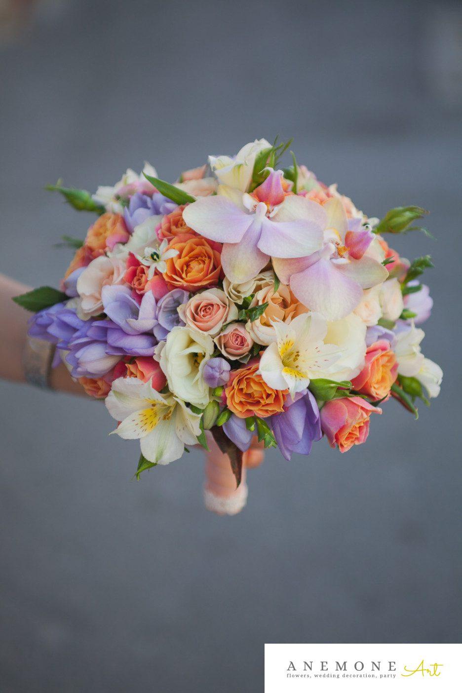 Poza, foto cu Flori de nunta alstroemeria, buchet mireasa, frezii, mini-rosa, mov, orhidee, ornitogallum, pastel, phalaenopsis, piersica, portocaliu, roz in Arad, Timisoara, Oradea (wedding flowers, bouquets) nunta Arad, Timisoara, Oradea