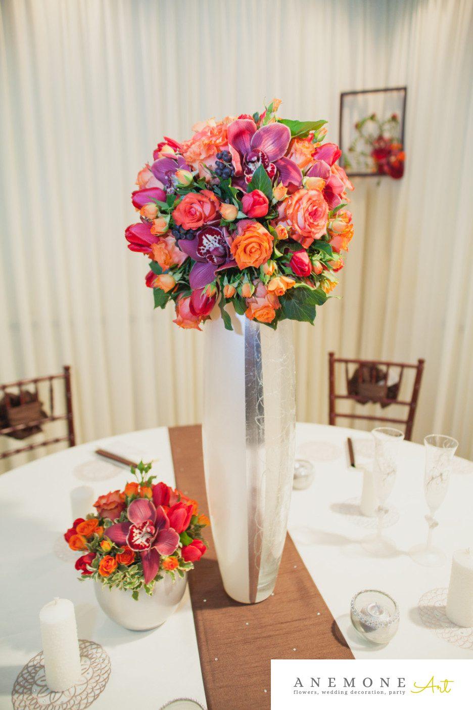 Poza, foto cu Flori de nunta cymbidium, decor masa, lalele, mini-rosa, mov, orhidee, portocaliu, rosu, trandafiri in Arad, Timisoara, Oradea (wedding flowers, bouquets) nunta Arad, Timisoara, Oradea