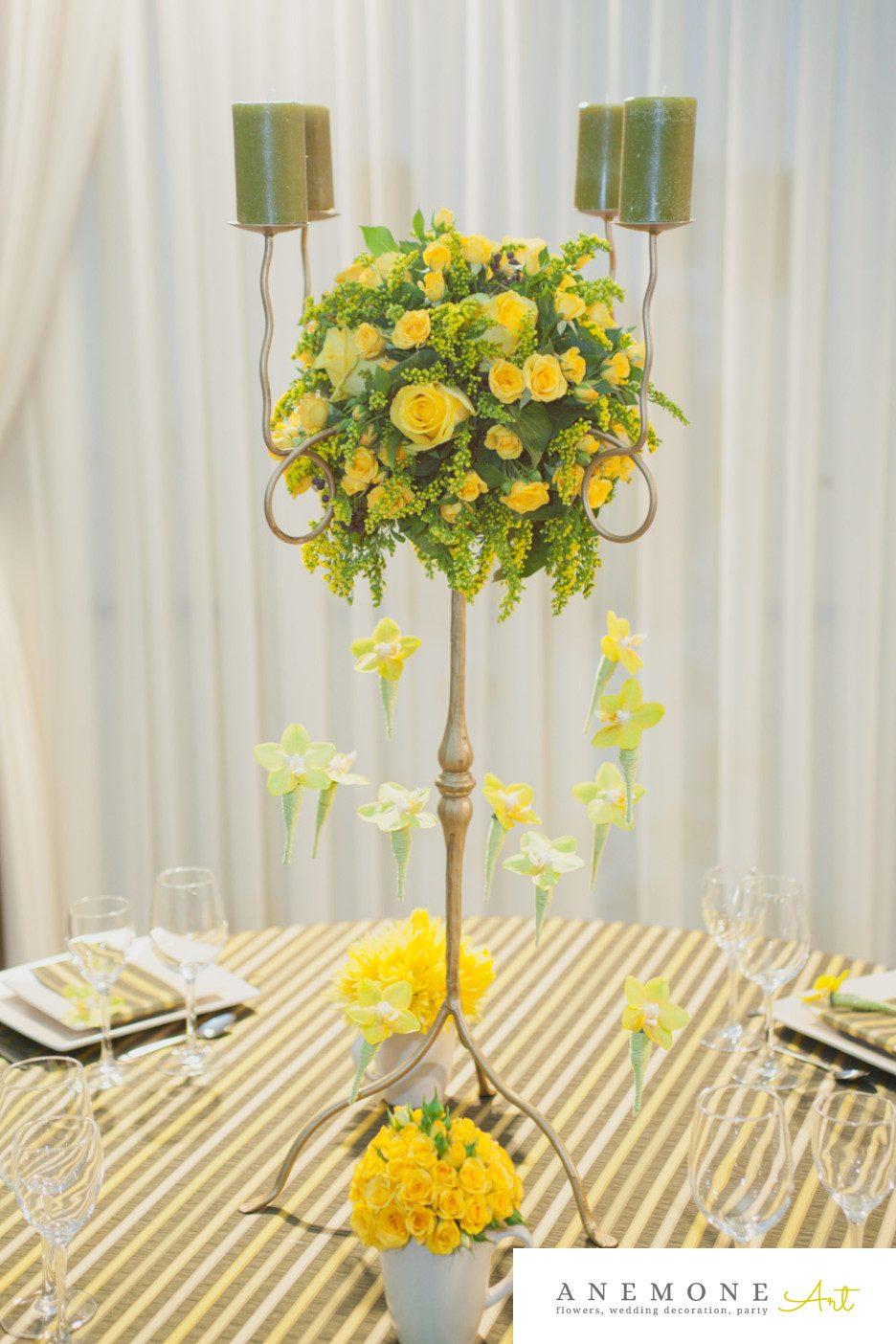 Poza, foto cu Flori de nunta decor masa, galben, mini-rosa, orhidee, phalaenopsis, sfesnic, trandafiri in Arad, Timisoara, Oradea (wedding flowers, bouquets) nunta Arad, Timisoara, Oradea