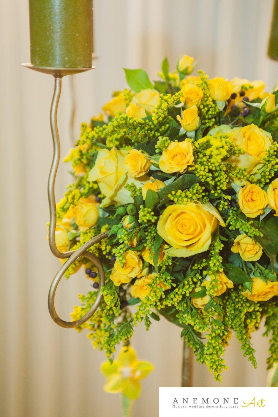 Poza, foto cu Flori de nunta decor masa, detaliu, galben, mini-rosa, sfesnic, trandafiri in Arad, Timisoara, Oradea (wedding flowers, bouquets) nunta Arad, Timisoara, Oradea