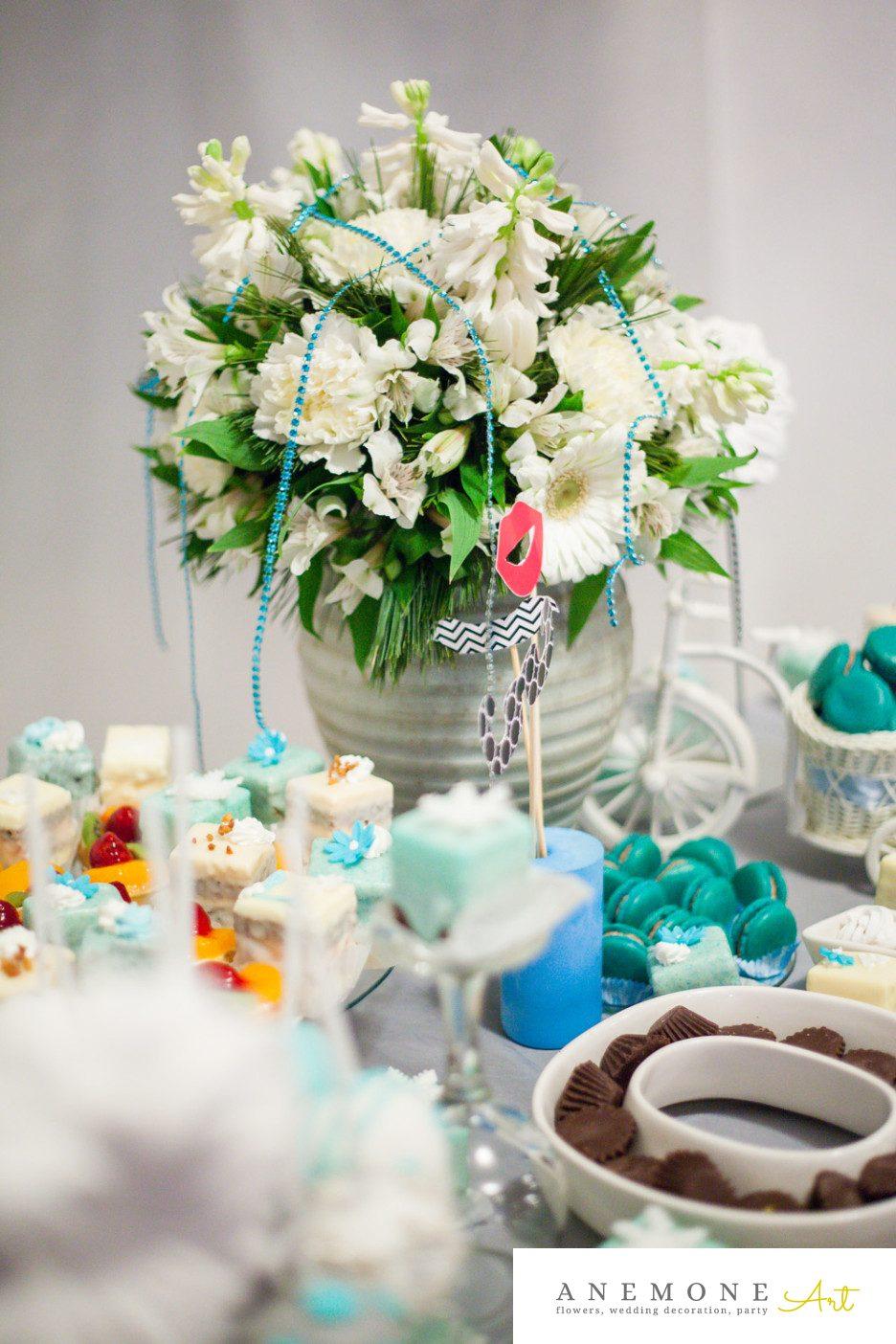 Poza, foto cu Flori de nunta alb, albastru, decor sala in Arad, Timisoara, Oradea (wedding flowers, bouquets) nunta Arad, Timisoara, Oradea