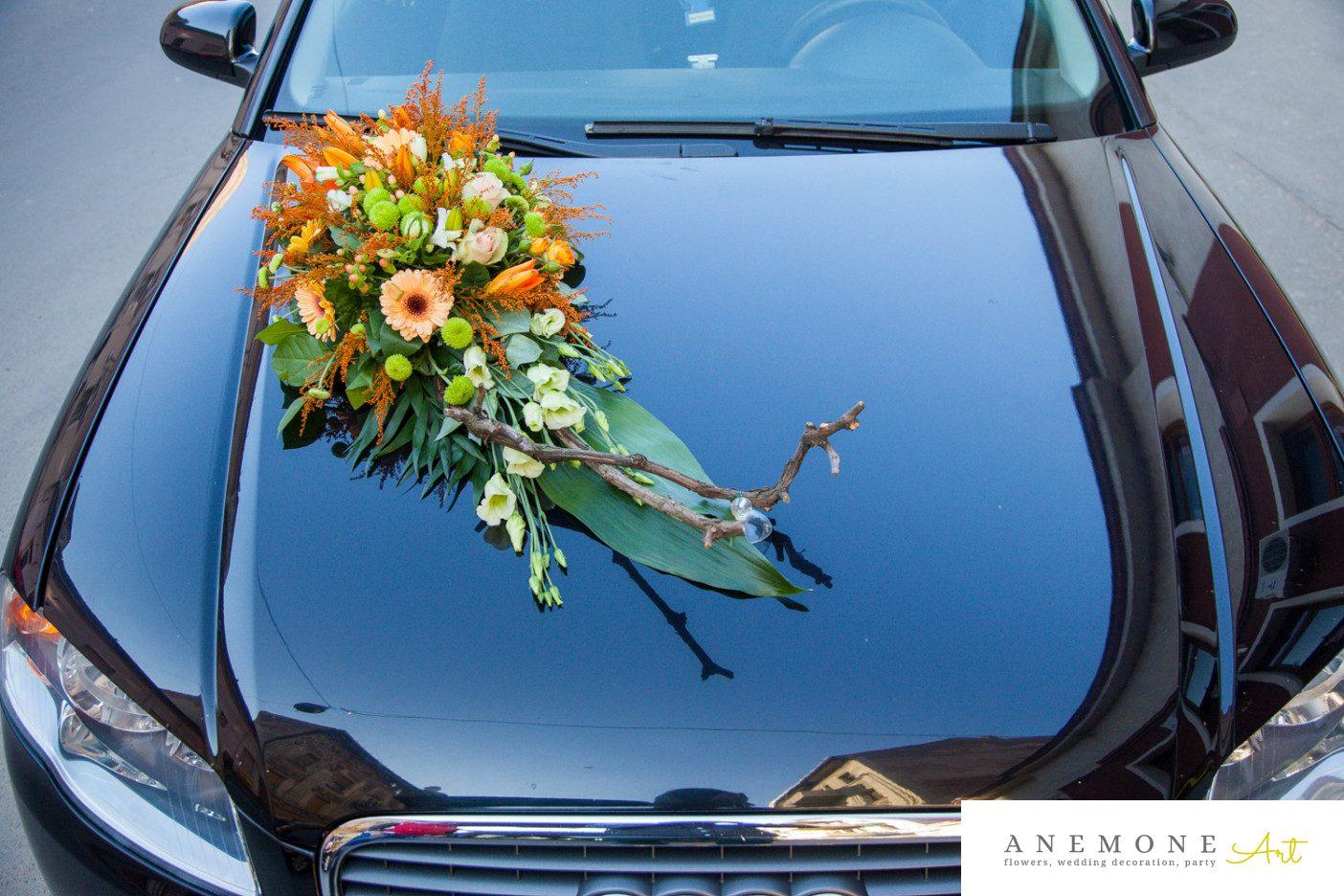 Poza, foto cu Flori de nunta asimetric, crengi, decor masina, piersica, portocaliu, rustic in Arad, Timisoara, Oradea (wedding flowers, bouquets) nunta Arad, Timisoara, Oradea
