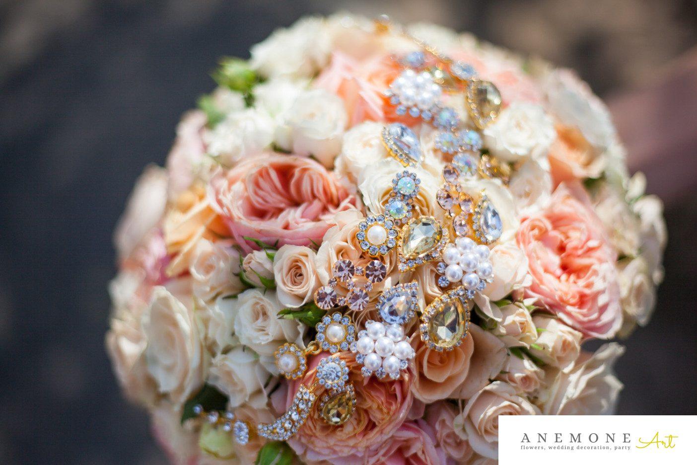 Poza, foto cu Flori de nunta buchet mireasa, crem, cristale, piersica, rotund in Arad, Timisoara, Oradea (wedding flowers, bouquets) nunta Arad, Timisoara, Oradea