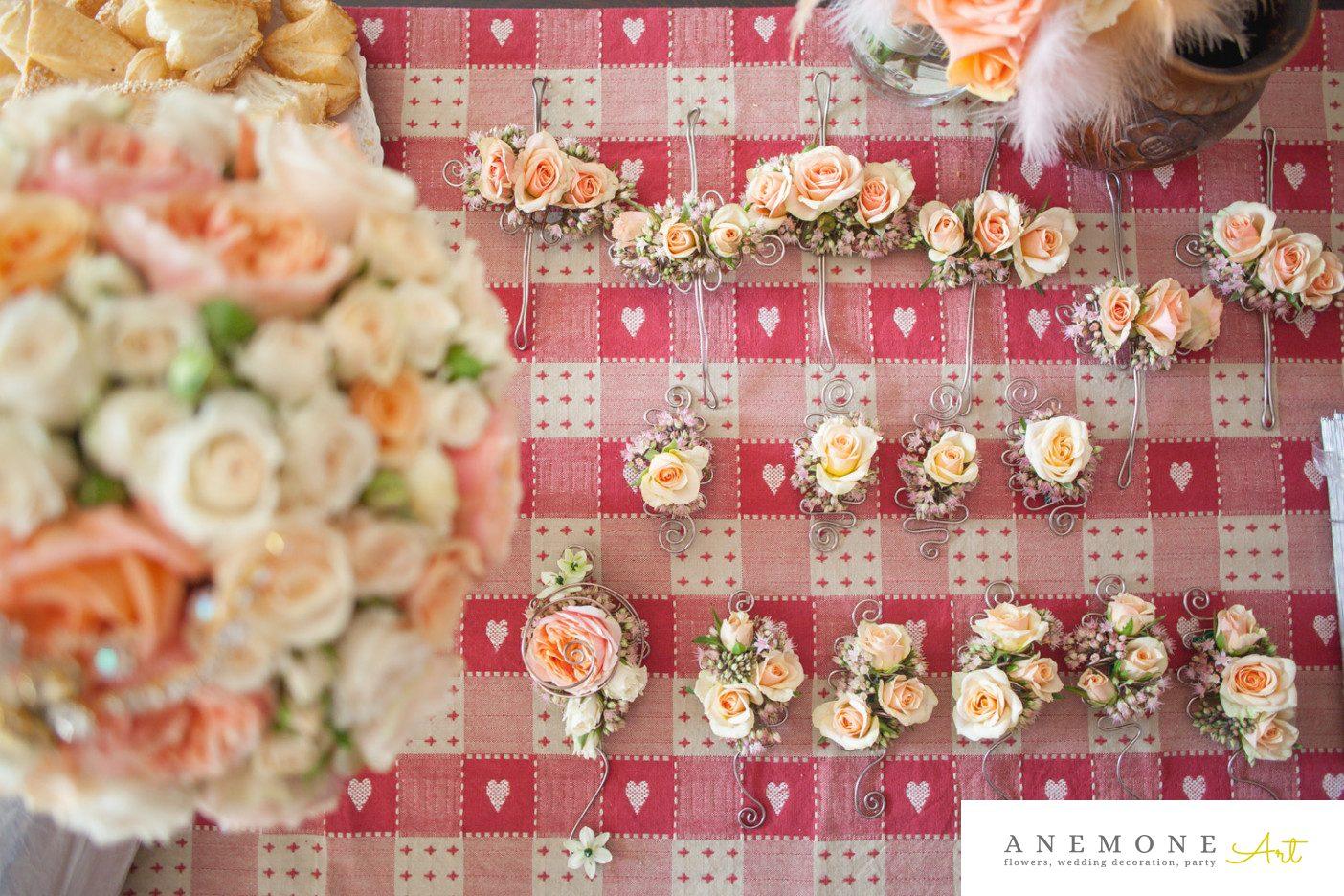 Poza, foto cu Flori de nunta bratara, cocarda, piersica in Arad, Timisoara, Oradea (wedding flowers, bouquets) nunta Arad, Timisoara, Oradea