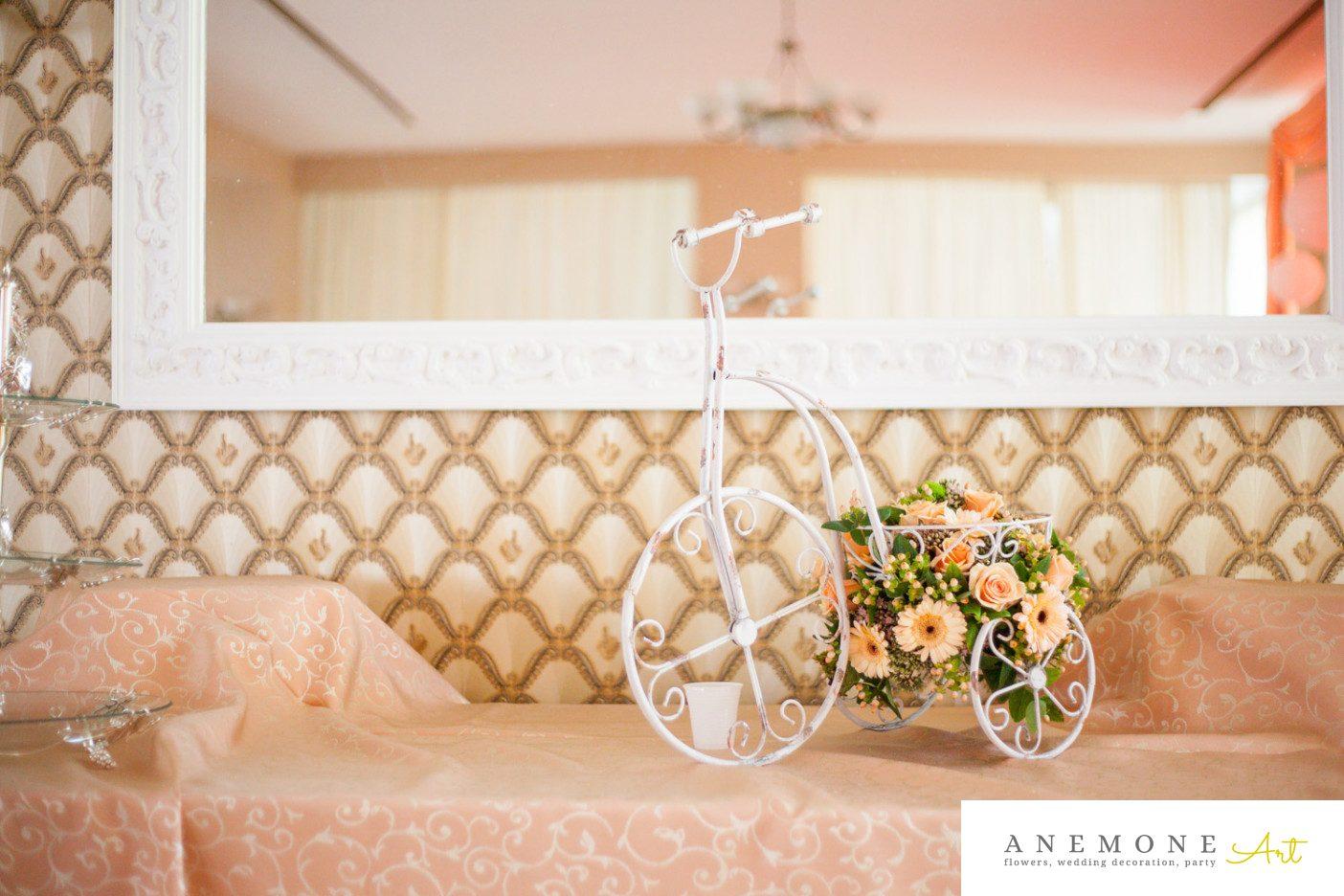 Poza, foto cu Flori de nunta bicicleta, decor sala, piersica in Arad, Timisoara, Oradea (wedding flowers, bouquets) nunta Arad, Timisoara, Oradea