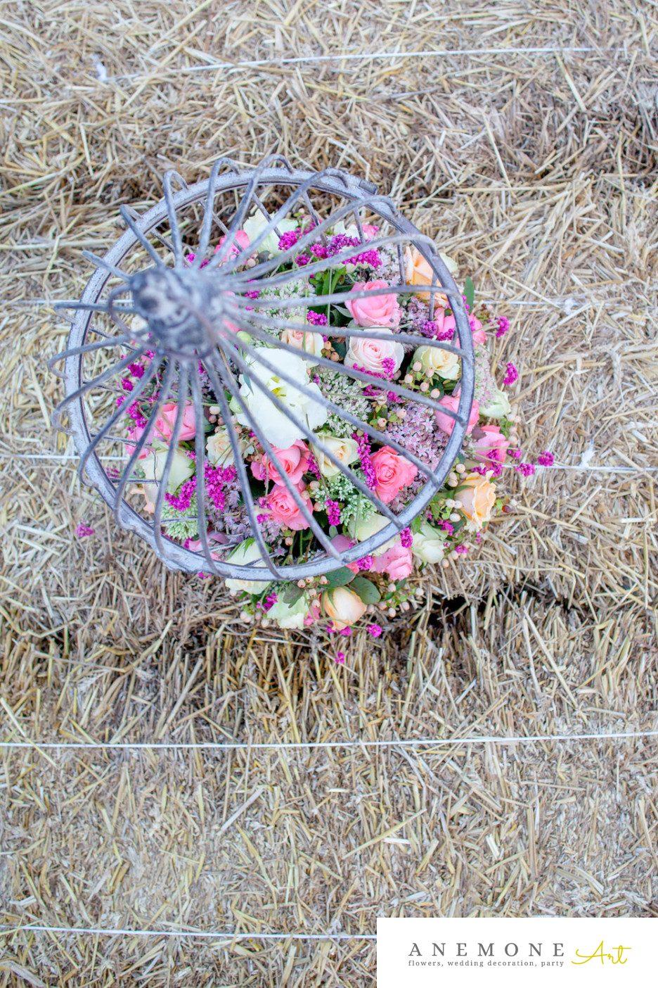 Poza, foto cu Flori de nunta colivie, decor colt photo, rustic in Arad, Timisoara, Oradea (wedding flowers, bouquets) nunta Arad, Timisoara, Oradea