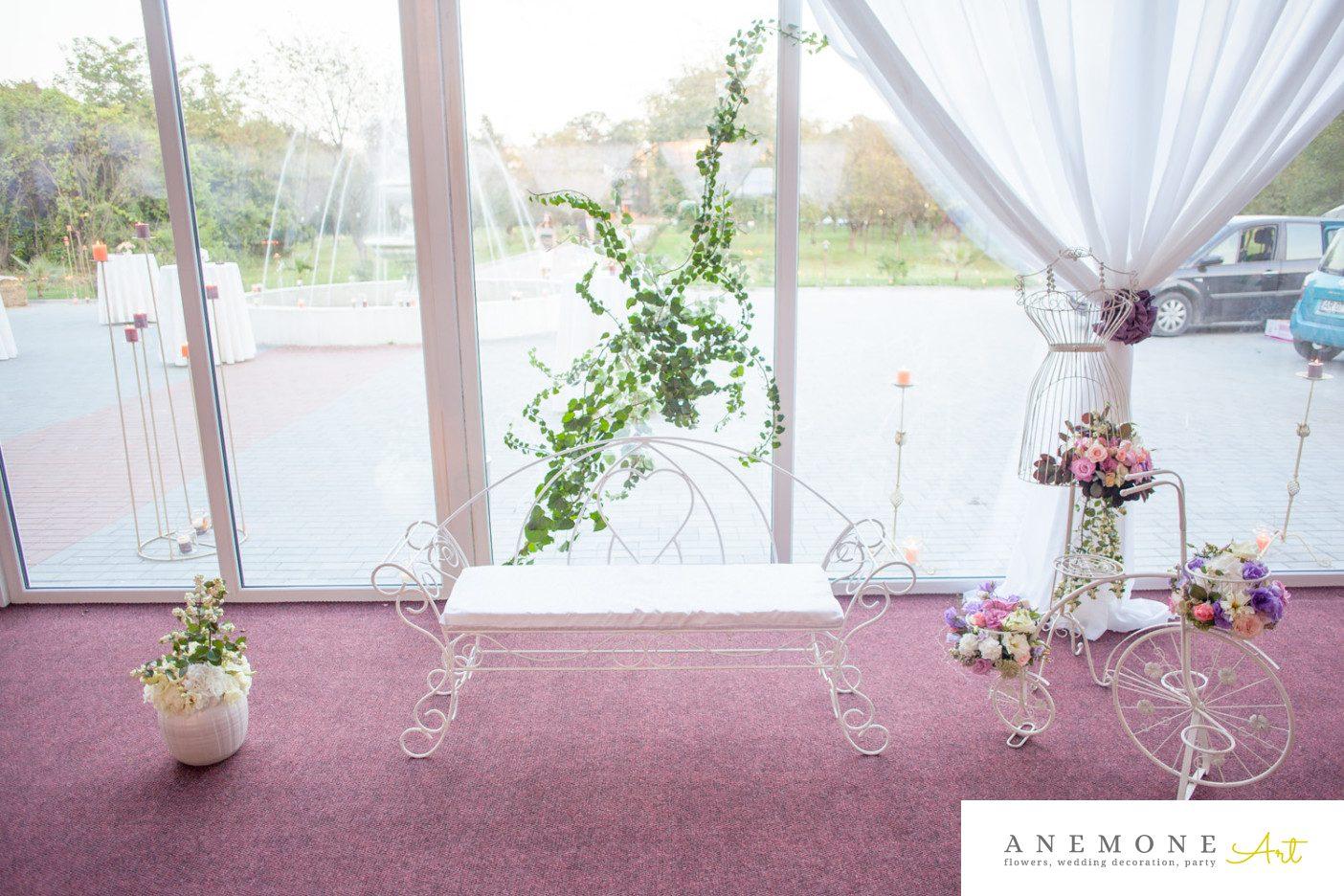 Poza, foto cu Flori de nunta banca, bicicleta, bust, decor colt photo in Arad, Timisoara, Oradea (wedding flowers, bouquets) nunta Arad, Timisoara, Oradea