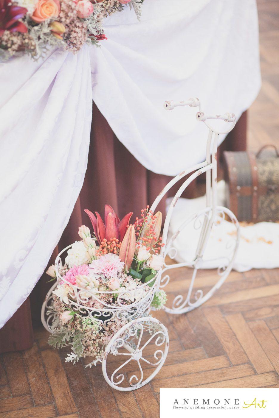 Poza, foto cu Flori de nunta bicicleta, bordo, prezidiu in Arad, Timisoara, Oradea (wedding flowers, bouquets) nunta Arad, Timisoara, Oradea