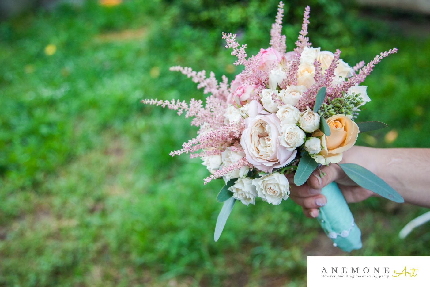 Poza, foto cu Flori de nunta astilbe, buchet cununie, crem, legat, pastel, rotund, roz, trandafiri, verde mint in Arad, Timisoara, Oradea (wedding flowers, bouquets) nunta Arad, Timisoara, Oradea