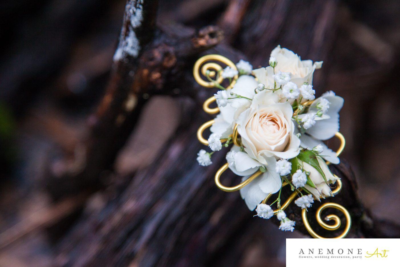 Poza, foto cu Flori de nunta alb, auriu, cocarda, gipsofila, mini-rosa in Arad, Timisoara, Oradea (wedding flowers, bouquets) nunta Arad, Timisoara, Oradea