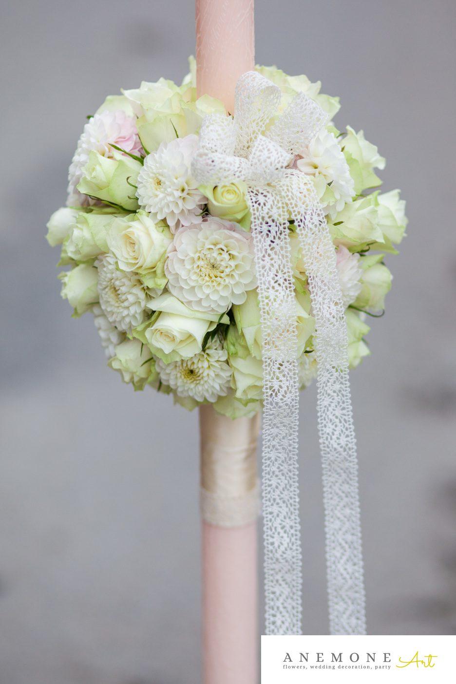 Poza, foto cu Flori de nunta alb, crem, glob, lumanare cununie in Arad, Timisoara, Oradea (wedding flowers, bouquets) nunta Arad, Timisoara, Oradea