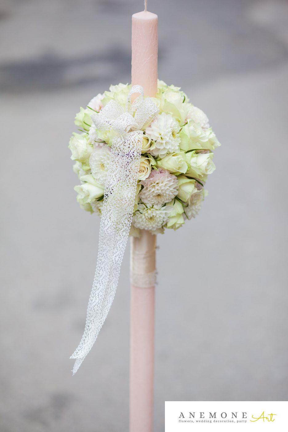 Poza, foto cu Flori de nunta alb, crem, glob, lumanare cununie, trandafiri in Arad, Timisoara, Oradea (wedding flowers, bouquets) nunta Arad, Timisoara, Oradea