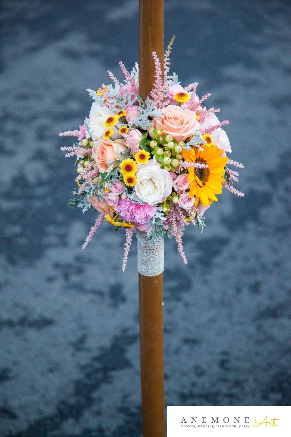 Poza, foto cu Flori de nunta floarea soarelui, glob, lumanare cununie, multicolor in Arad, Timisoara, Oradea (wedding flowers, bouquets) nunta Arad, Timisoara, Oradea