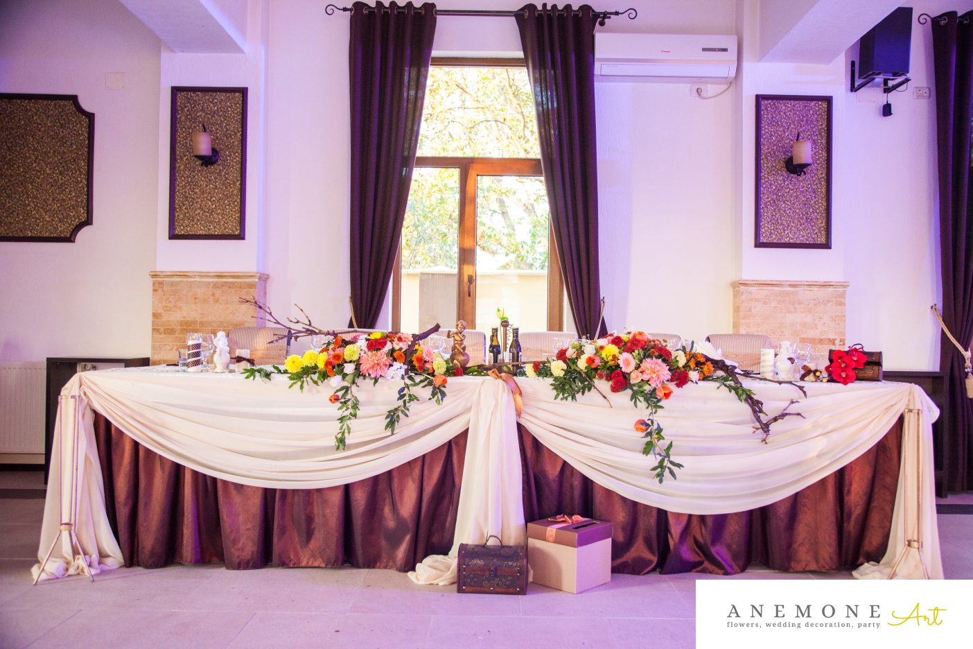 Poza, foto cu Flori de nunta caramiziu, crengi, prezidiu in Arad, Timisoara, Oradea (wedding flowers, bouquets) nunta Arad, Timisoara, Oradea